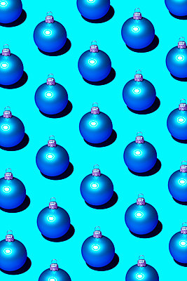 Christmas baubles - p1149m2141747 by Yvonne Röder