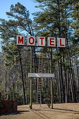 Motel - p1483m1592032 by F Moura