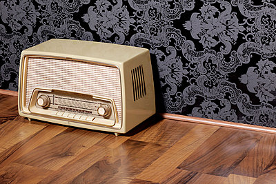 Altes Radio - p2370601 von Thordis Rüggeberg