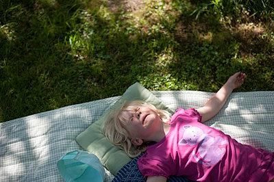 Child in a garden - p116m2289831 by Gianna Schade