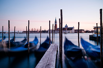Gondeln in Venedig - p1326m1218730 von kemai