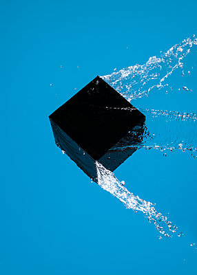 Wet cube against blue background, CGI - p1652m2230697 by Callum Ollason