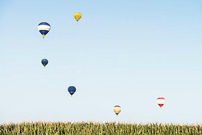 Hot-air balloon - p335m854887 by Andreas Körner