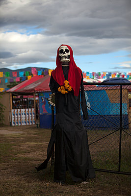 Day of the Dead in Oaxaca, Mexico. - p343m1090238 by Chico Sanchez