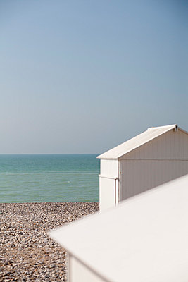 Beach hut;  France - p940m813595 by Bénédite Topuz