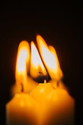 Kerzenlicht, Nahaufnahme - p586m1091031 von Kniel Synnatzschke