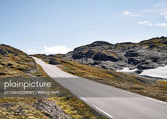 Norwegen, Aurlandsfjellet, Straße - p1124m2228963 von Willing-Holtz
