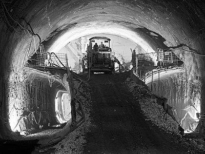 Tunnelbau für die Bahn - p1079m1182201 von Ulrich Mertens