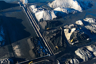 Coal and ore - p1120m1042460 by Siebe Swart