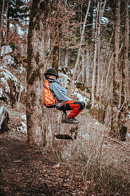 Man takes a nap on a tree stump - p1455m2081751 by Ingmar Wein