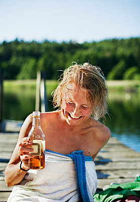 Laughing woman on jetty - p312m2285499 by Pernille Tofte