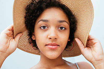 Female teenager with summer hat - p728m2038841 by Peter Nitsch