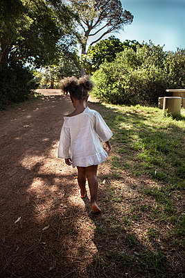Little girl in white clothing in the countryside - p1640m2246817 by Holly & John