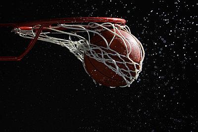 Basketball going through hoop - p3071231f by Nobuko Ueda
