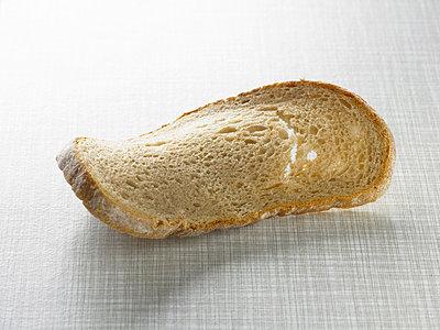 Vertrocknete Weißbrotscheibe - p5090084 von Reiner Ohms