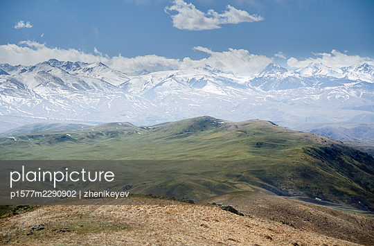 USA, Snow-capped mountains and hilly landscape - p1577m2290902 by zhenikeyev