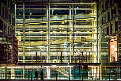 Modern building at night, Berlin, Germany - p1062m1172182 by Viviana Falcomer