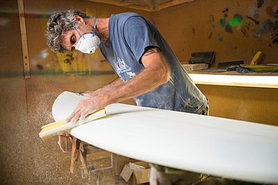Surfbrett-Werkstatt - p1142m1000494 von Runar Lind