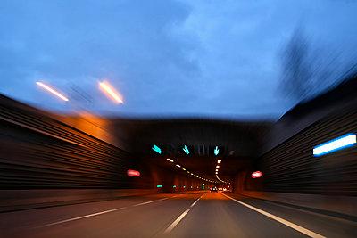 Nächtliche Autobahn in Berlin - p1258m1516461 von Peter Hamel