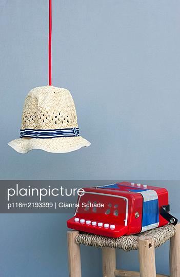 p116m2193399 by Gianna Schade