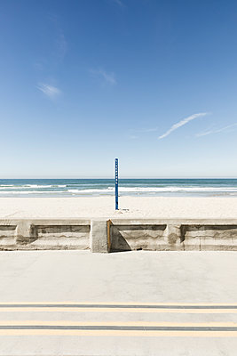 Wooden blue pole on sand at beach against sky - p1094m1467634 by Patrick Strattner