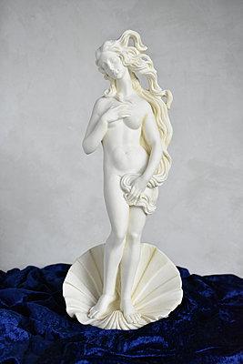 Sculpture, Venus - p1210m2281138 by Ono Ludwig