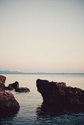 Fels im Meer - p946m779213 von Maren Becker