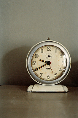 Clock on a tabletop - p349m695115 by Emma Lee