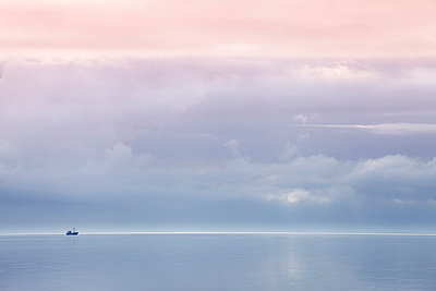 Germany,Schleswig-Holstein, North Frisia, Sylt, North Sea, Schleswig-Holstein Wadden Sea National Park, lonely boat - p300m998338f by Wilfried Wirth