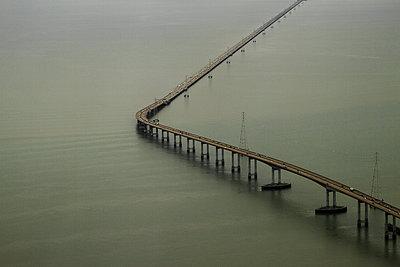 San Mateo–Hayward Bridge - p758m1154872 von L. Ajtay