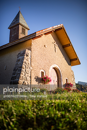 Chapel in the sunshine - p1007m2219994 by Tilby Vattard