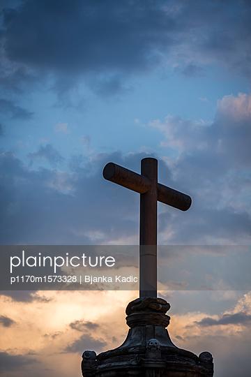 Kreuz am Abend - p1170m1573328 von Bjanka Kadic