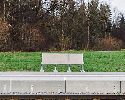 Bank am Bahnsteig - p1085m880910 von David Carreno Hansen