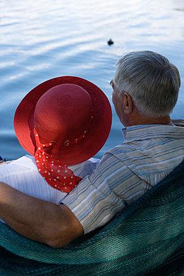 A senior couple on a jetty Sweden. - p31217587f by Plattform