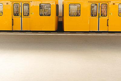 Yellow subway train - p312m2121713 by Johner