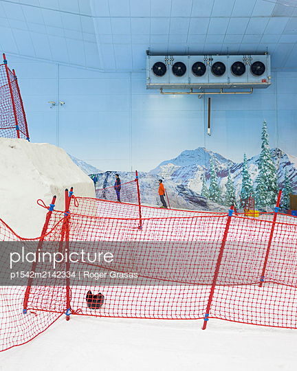 Theme park, artifical skiing hall in the desert - p1542m2142334 by Roger Grasas