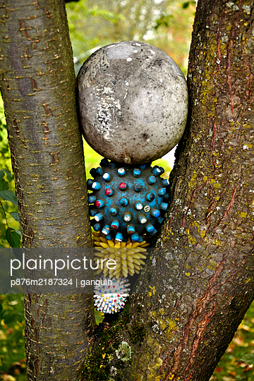 branch fork with rubber balls - p876m2187324 by ganguin