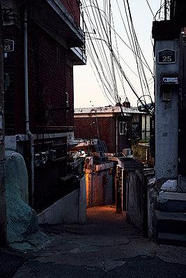 Korea, Seoul, Alley - p1492m2223604 by Leopold Fiala