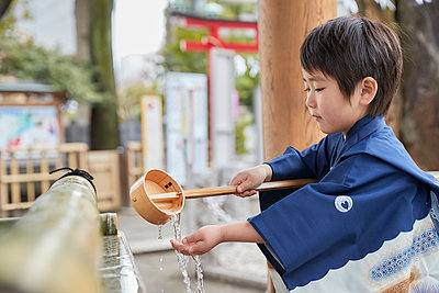Japanese traditional Shichi-Go-San - p307m2023334 by Yosuke Tanaka