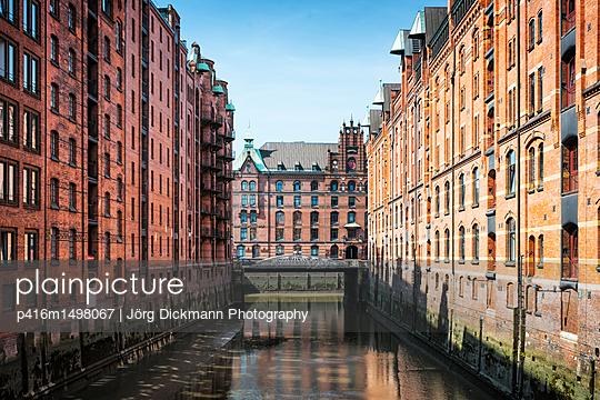 Hamburg - p416m1498067 von Jörg Dickmann Photography