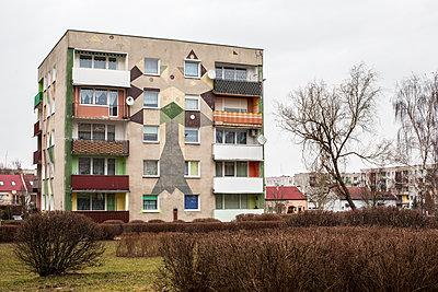 Buntes Haus - p858m1119243 von Lucja Romanowska