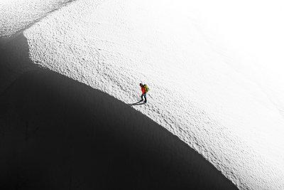 Climber on Tantalus Traverse, a classic alpine traverse close to Squamish, British Columbia, Canada - p924m2271157 by Alex Eggermont