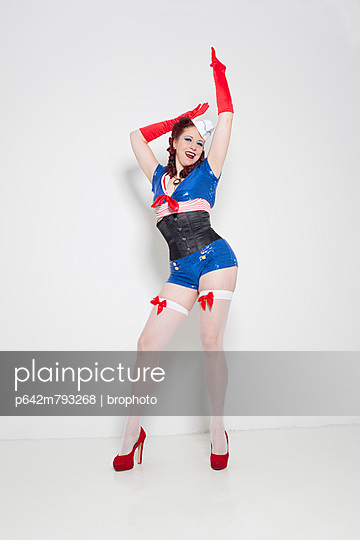 Pin-Up - p642m793268 by brophoto