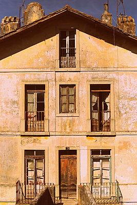 Old House - p1063m1492492 by Ekaterina Vasilyeva