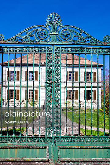 Manor house - p248m904376 by BY
