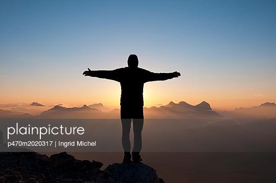 Sonnenaufgang auf dem Piz Boè - p470m2020317 von Ingrid Michel
