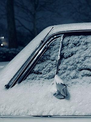 Snowcapped car window - p851m2245571 by Lohfink