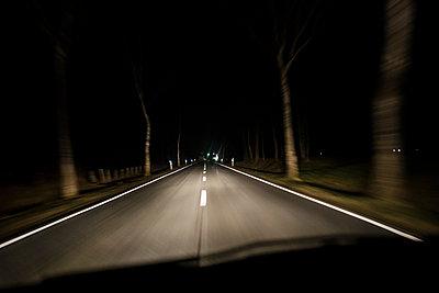 Straße bei Nacht - p1046m1045312 von Moritz Küstner