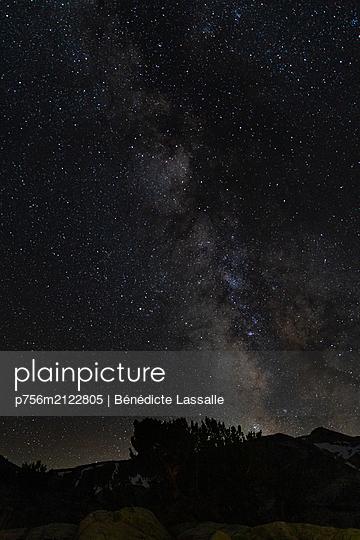 Starry sky - p756m2122805 by Bénédicte Lassalle