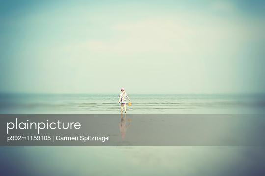 Kind am Meer - p992m1159105 von Carmen Spitznagel